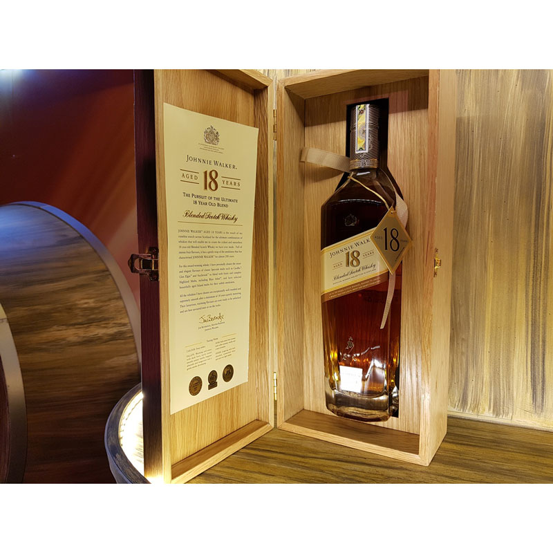 Johnnie Walker 18 YO gift box Hộp gỗ